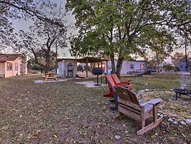 Restored Hill Country Cottage W/ Updated Yard! photos Exterior