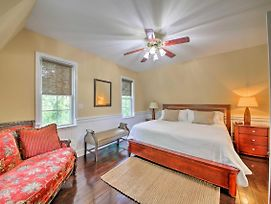 Event-Friendly Quiet St Charles Cottage On 4 Acres photos Exterior