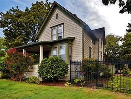 Historic 2Br Salem House W/Views Of Mill Creek! photos Exterior