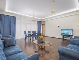 Central Yerevan 3 Bedroom Penthouse Near Republic Square.Excellent Balcony View. photos Exterior