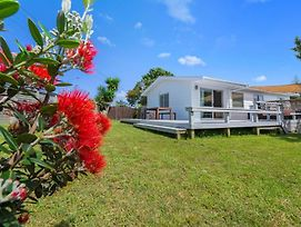 Pohutukawa Breeze - Papamoa Beach Holiday Home photos Exterior