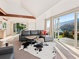 Wakatipu Views - Queenstown Holiday Home photos Exterior
