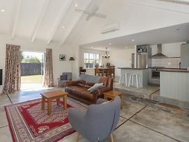 Modern Cottage Charm - Albert Town Holiday Home Only 5 Minutes From Wanaka photos Exterior