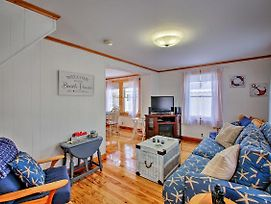 New! Oceanside Cottage With Porch, Steps To Beach! photos Exterior