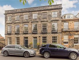 325 - Delightful 2 Bedroom Apartment Situated In Typical 18Th Century Square photos Exterior