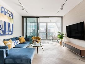Retro Inspired Minimalist Condo W/ Skyline Views photos Exterior