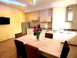 Comfort 2 Bedrooms Apartment In The Heart Of The City,Yerevan photos Exterior