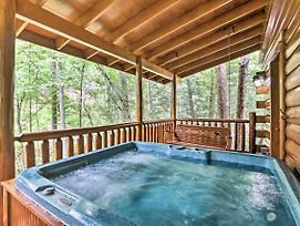 Romantic Pigeon Forge Log Cabin W/ Hot Tub! photos Exterior