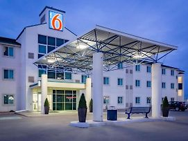 Motel 6 Saskatoon photos Exterior