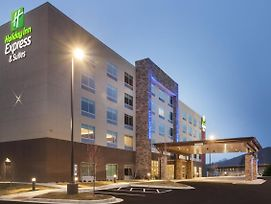 Holiday Inn Express & Suites - Hudson I-94 photos Exterior