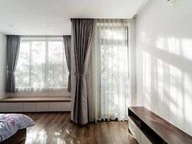 Classy 4Br Euro Villa With Nature Wood And Light photos Exterior
