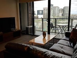 Docklands 2 Bedroom Apartment With Views photos Exterior