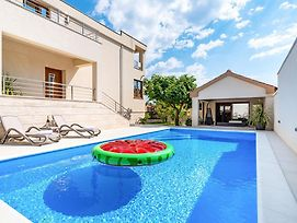 Grgomicic Villa Sleeps 8 With Pool And Air Con photos Exterior
