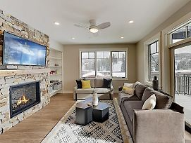 New Listing! Stylish Condo W/ Balcony, Near Skiing Condo photos Exterior