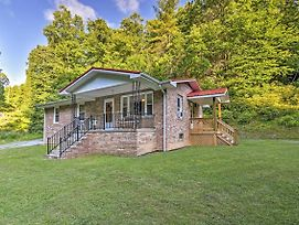 Quaint Cottage Overlooking Blue Ridge Mountains! photos Exterior