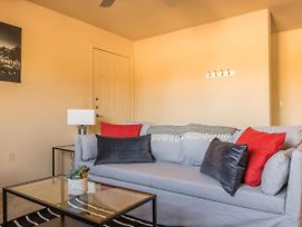 Bold And Beautiful 2Br Apt With Parking photos Exterior