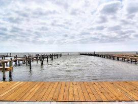 New 3/2! Private Fishing Pier And Marina! Waterfront Pool! Amazing Views photos Exterior