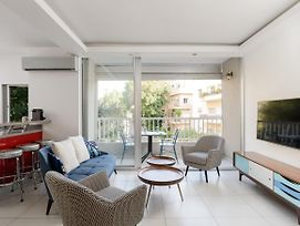 Luxury & Peaceful By The Beach - With Charming Balcony photos Exterior