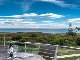 Ocean Views And Bbqs - Papamoa Holiday Apartment photos Exterior