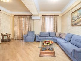 Central Yerevan 3 Bedroom Charming Apartment,Near Republic Square photos Exterior