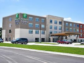 Holiday Inn Express & Suites Bensenville - O'Hare photos Exterior