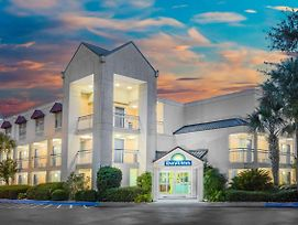 Days Inn By Wyndham Hilton Head photos Exterior