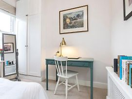 Stylish 2 Bed Battersea Home Located Just Across From The Famous Battersea Park photos Exterior