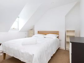 Traditional Chelsea Maisonette With 2 Bedrooms And Wonderful Views Of The River photos Exterior