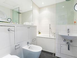 Well Presented One Bedroom Apartment Located In The Fabulous Notting Hill photos Exterior
