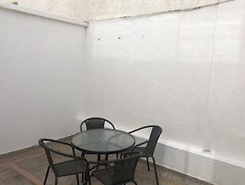 Modern Studio Apt, Great Location. Fits 3 photos Exterior