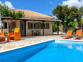 Fterno Villa Sleeps 2 With Pool Air Con And Wifi photos Exterior