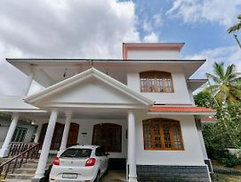 Oyo 17351 Home Hill View 3Bhk Chembothara photos Exterior