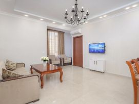 Central Yerevan 2 Bedroom White Apartment Near Republic Square photos Exterior