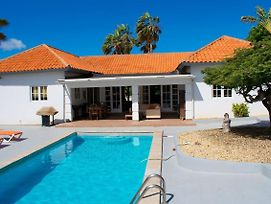 Spacious Villa ,Sleeps 8 Pool & Privacy Guaranteed photos Exterior