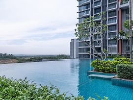 Oyo Home 89720 Marvelous 1Br Grand Medini photos Exterior