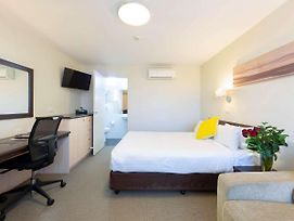 Ibis Styles Canberra Tall Trees photos Exterior