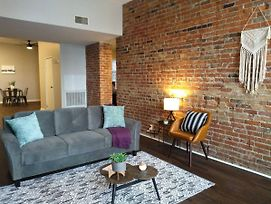 Historic & Modern 2Br Apt In Downtown photos Exterior