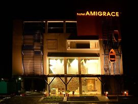 Ami Grace photos Exterior