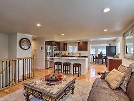 Northglenn House With Yard Minutes From Denver! photos Exterior