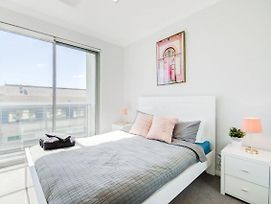 Deluxe Stays - The Heart Of Northbridge With Complimentary Parking And Netflix photos Exterior