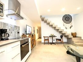 Beautiful Penthouse For 2 With Private Patio, 2 Bikes Included And Pool! photos Exterior