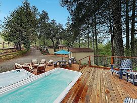 Luxe Vineyard-View Hideaway W/ Swim Spa & Hot Tub Home photos Exterior