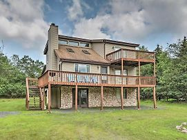 Poconos Mountain Retreat W/ Game Room + Decks photos Exterior