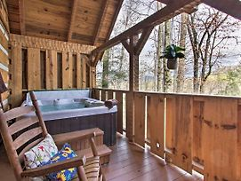 'Honey Bear Pause' Getaway W/ Porch & Hot Tub photos Exterior