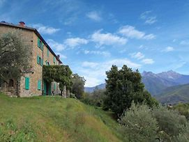 Detached 5 Bedroom Villa With Pool In Lunigiana In Northern Tuscany photos Exterior