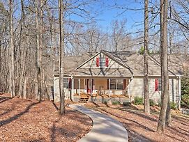 Lake Oconee Getaway With Game Room, Canoe, Boat Dock photos Exterior