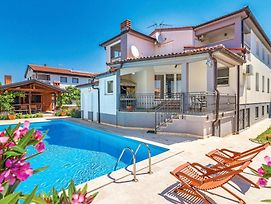 Four Bedroom Holiday Home In Valbandon photos Exterior