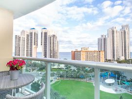Amazing View In Sunny Isles Walking To The Beach photos Exterior