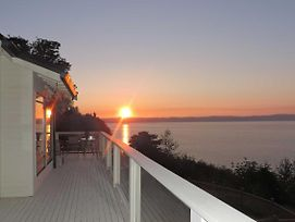 Beautiful Puget Sound Home W/Deck & Serene Views! photos Exterior