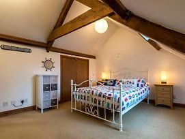 Shell Cottage - 2 Bedroom Holiday Home - Tenby photos Exterior
